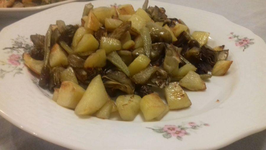 Cepeškrāsnī cepti artišoki ar kartupeļiem unolīvām