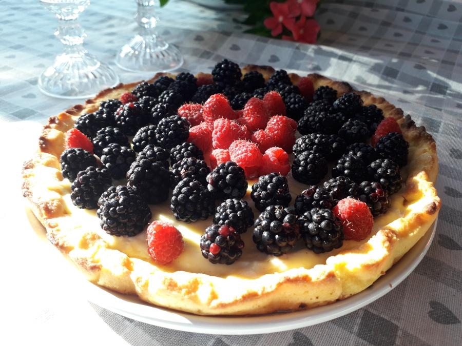 Kūka ar vārīto krēmu un augļiem – Crostata difrutta