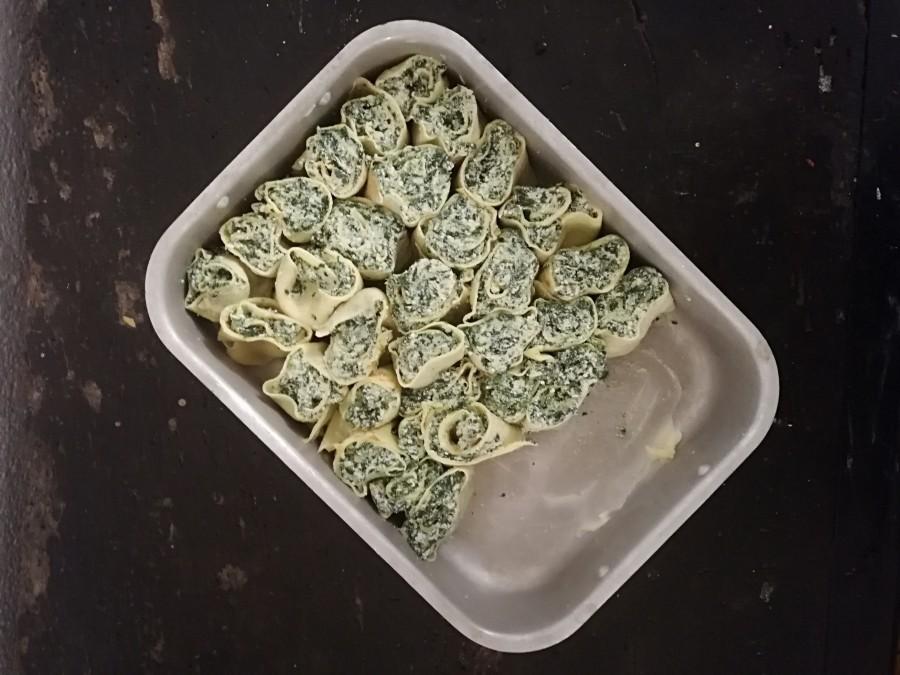 Pankūkas ar spinātu-rikotas sierapildījumu